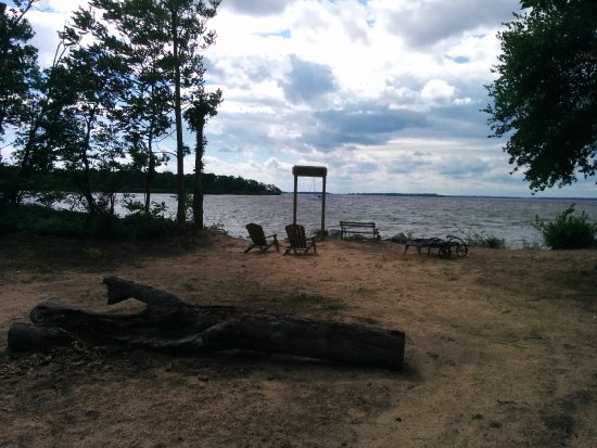 Chestertown, MD: Small beach right on the property
