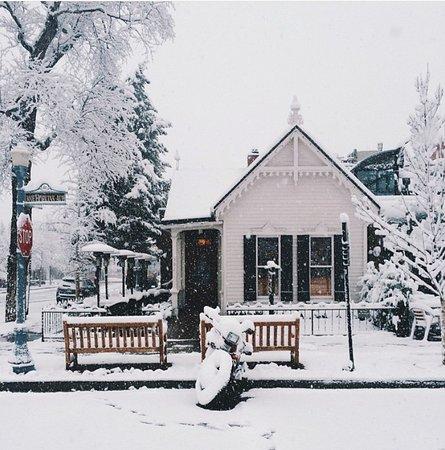The White House Tavern - snow day