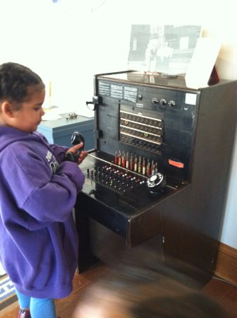 Aberdeen, SD: Teaching my 6 year old about how telephone's use to work!