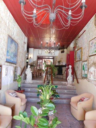 Kiniras Hotel: Entrance hall