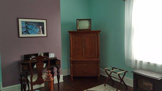 Morehead Manor Bed and Breakfast: Jasmine room - Working Desk