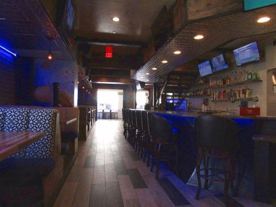 No Anchovies: Interior, bar area, 1st floor