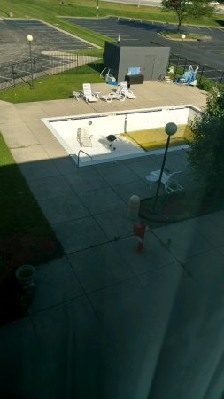 Baymont Inn & Suites Fishers / Indianapolis Area: Website advertised pool