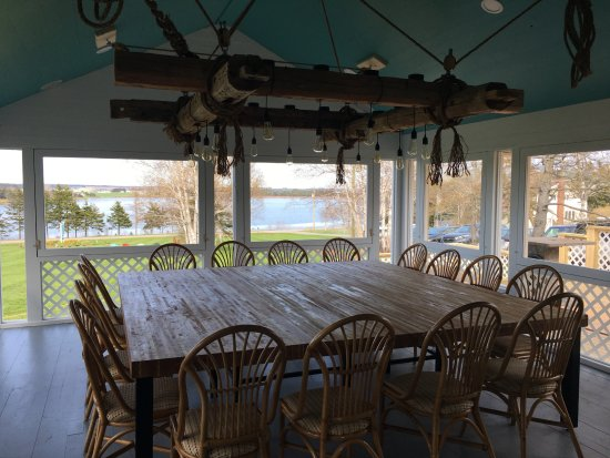 Bay Fortune, Canada: Family Table