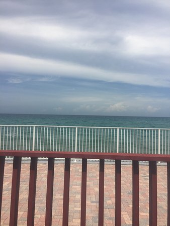 Jupiter Reef Club Resort : Front porch view from Unit 31