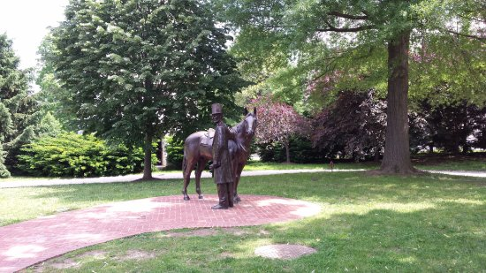 President Lincoln's Cottage: Statue of Linclon with his horse