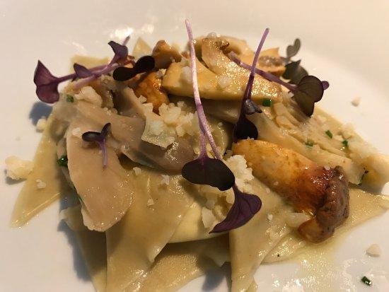 Sucás: Равиоли с сыром и грибами