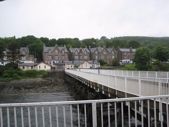 Kilcreggan, UK: A view from the Pier towards the Town.