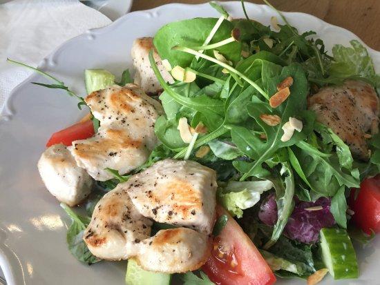 Cukr Kava Limonada: Delicious chicken salad.
