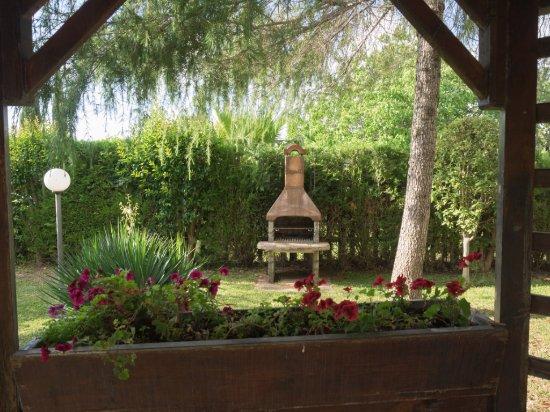 Agriturismo Masseria Feudo: Garten, Grill