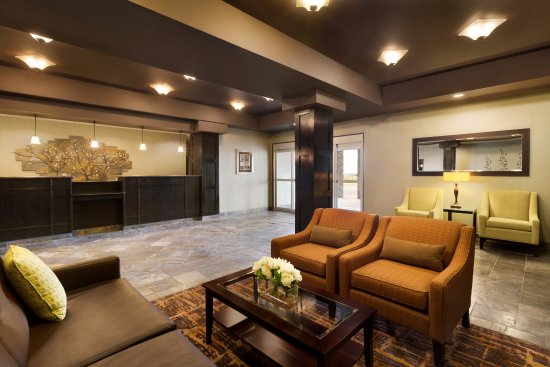 Innisfail, Canada: Lobby Sitting Area