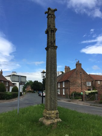 Boroughbridge, UK: The Battle Cross Aldborough