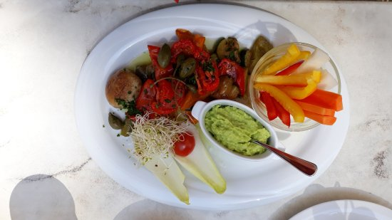 Nettetal, Germany: Gemüse mit Guacamole