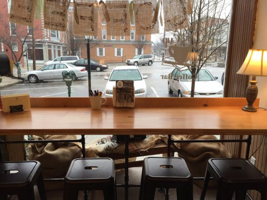 Greencastle, Pensilvania: Coffee Bar & Art Studio with a cozy artsy vibe!