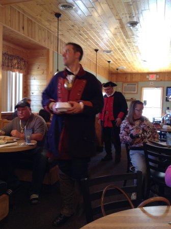 Houghton Lake, MI: Everyone comes to Shaker's!