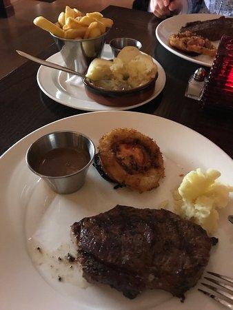 Hamptons Bar & Grill Steakhouse: photo0.jpg