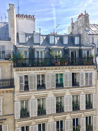 vue depuis la chambre picture of hotel france albion paris tripadvisor. Black Bedroom Furniture Sets. Home Design Ideas