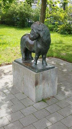 Skulptur pony warnem nde aktuelle 2018 lohnt es sich for Hotel aja warnemunde