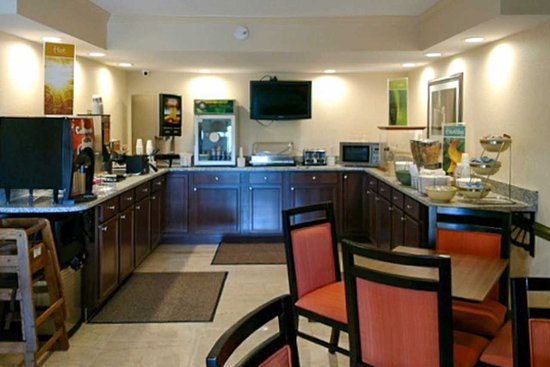 Quality Inn Tanglewood: New Breakfast Room