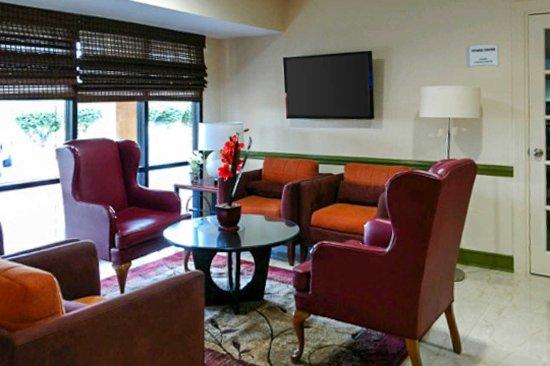Quality Inn Tanglewood: Lobby Area