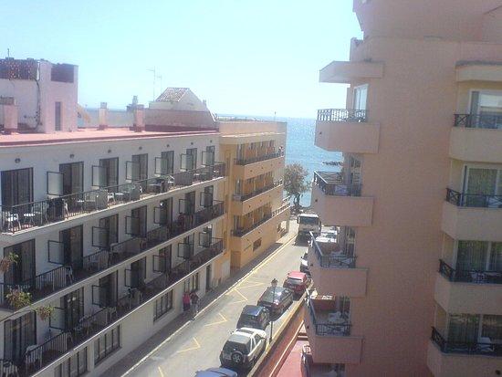 Hotel Sur: sea view plus road view