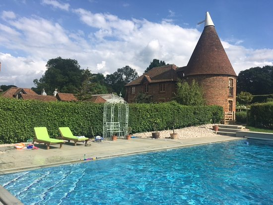 Edenbridge, UK: 17 metre pool - solar heated