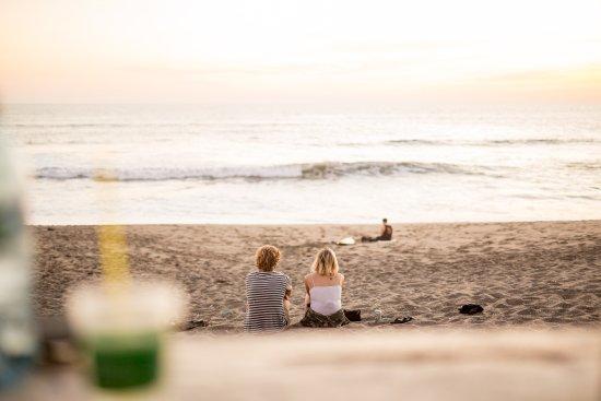 Bigfoot Beach Hostel: just enjoy the sunset