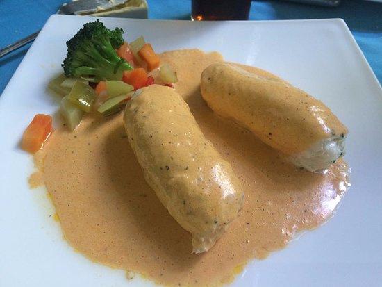 La Pigua : Filete de pescado relleno de jaiva con salsa de chile xcatic, simplemente delicioso!