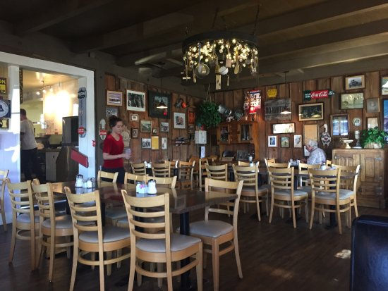 Miz Zip's: This is the dining room. The have booths and a few stools at a small counter.