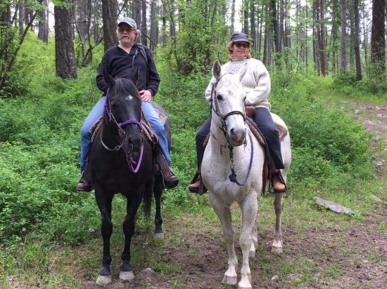 Bigfork, MT: The mountain trails around Flathead Lake lodge were beautiful. Our horses were gentle & Obedient
