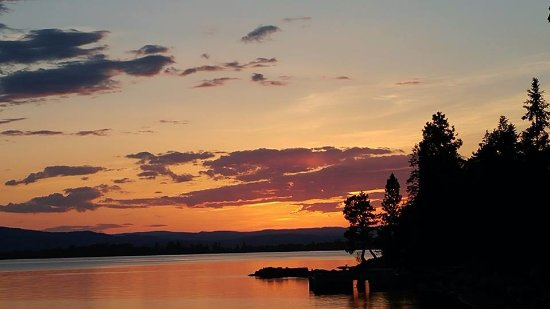 Averill's Flathead Lake Lodge: Sunsets with the lake and mountains are spectacular - Montana Big Sky Country