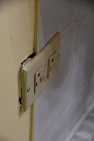 Pasanggrahan Royal Guesthouse: so sieht die Elektrik im Bad aus