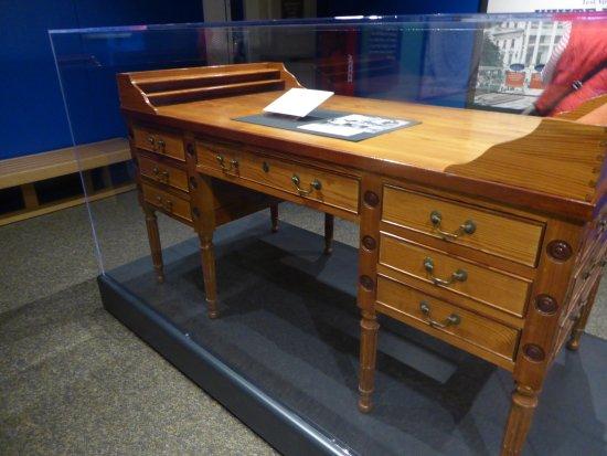 Independence, MO: Desk