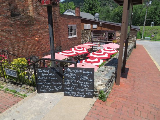 The Coffee Mill : Outdoor patio on upper street