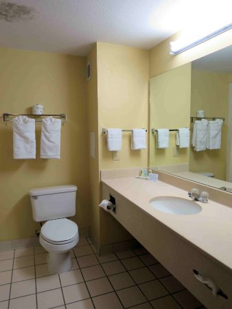Muskogee, OK: Room 315 bathroom - large with good lighting
