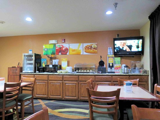 Muskogee, Oklahoma: Breakfast area - well stocked and clean