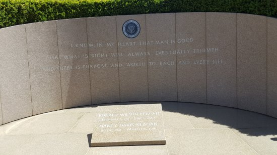 Simi Valley, CA: Memorial