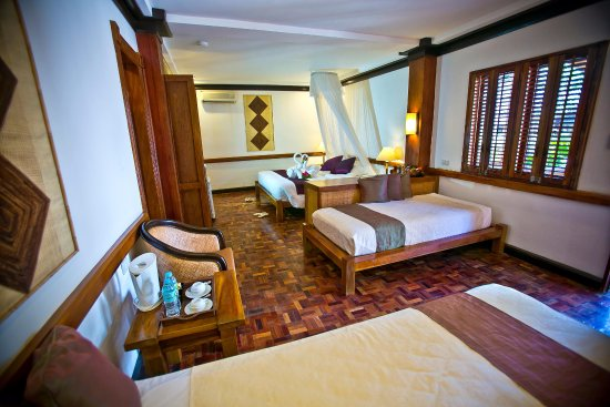 Fridays Boracay Resort: Premier Room (1 King size bed and 2 single beds)