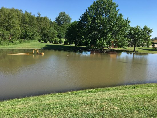 Caruthersville, MO: flooding around casino