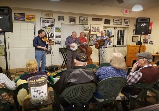 Kernersville, NC: Live Band