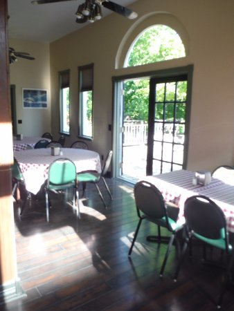 Priest River, ID: Extra dining area