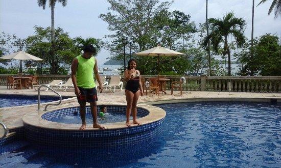Country Inn & Suites By Carlson, Panama Canal, Panama: agradable area de piscina, preferible al atardecer. es caliente durante el dia.