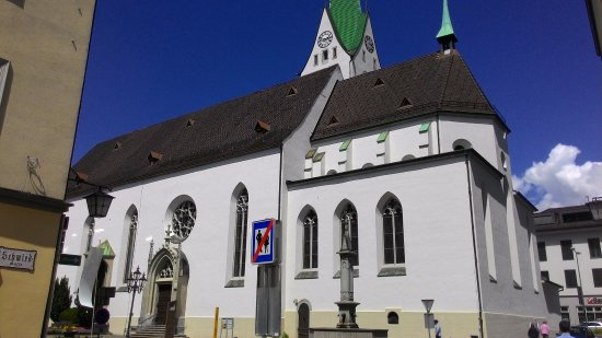 Feldkirch, Österrike: Общий вид церкви св. Николая