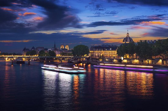 Sparkling Cruise along the Seine...