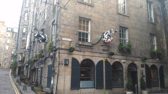 Holiday Inn Express Edinburgh - Royal Mile: An adjacent building with an interesting facade