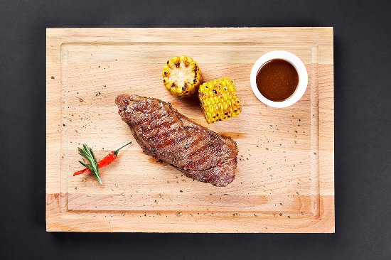 Легкий Чек, гастробар: Стейк Стриплойн из мраморной говядины с кукурузой-гриль