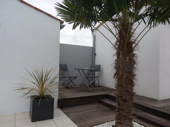 Terrasse et salon de jardin - Picture of La Rivagerie, Lagord ...