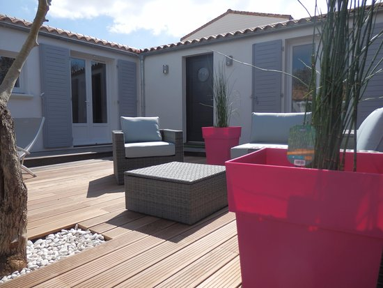 Terrasse et salon de jardin - Picture of La Rivagerie ...