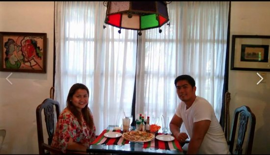 Herencia Cafe: mandatory picture with hubby =)