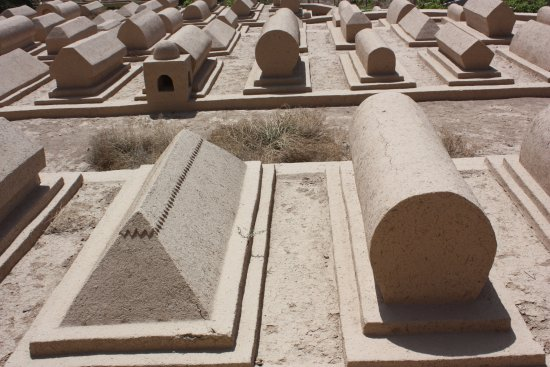 Emin Minaret (Su Gong Ta) : Cimitero